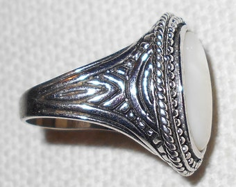 Vintage ring moonstone or mother of pearl non magnetic silver setting beautiful ring size 8.5 FREE USA Shipping