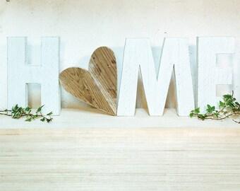 Scritta HOME in legno di recupero e O a forma di cuore