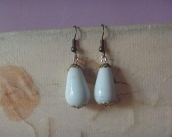 white and gold tone dangle earrings, ecofriendly earrings