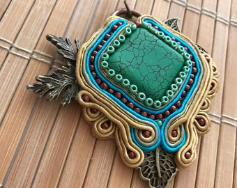 Handmade soutache pendant. Vegan friendly. Unique gift. Vegan gift. Jewellery. Green,gold,brown. Leaf. Leaves.