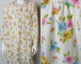 Vintage ladies Katz long sleeved white floral mid length nightgown