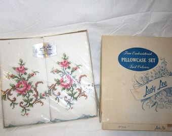 1950s Box Set Pillowcases Lovely Snowy LINENS Cross stitched Embroidered Roses Flowers