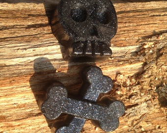 SKULL and CROSSBONES Soap Set, Pirate theme, Walking Dead, Zombies and Halloween
