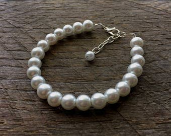 White Pearl Bracelet Bridal Bracelet One Single Strand Simple Pearl Bracelet on Silver or Gold Chain