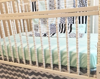 Custom bumperless crib bedding