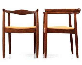 Danish Mid-Century Modern Vintage Pair of Sculpted Teak Arm Chairs after Hans Wegner, 601SRQ18P