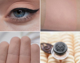 Eyeshadow: Vanilla Breeze - Light Castle. Dark beige matte eyeshadow by SIGIL inspired.