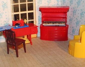 Renwal  plastic dollhouse furniture sewing machine miniature, Fits with Plasco, Ideal, Marx, three quarter