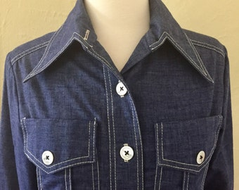 1970's Junior House Women's Denim-Chambray Button-Up Top, Pearl Buttons, Butterfly Collar, Front Pockets, Side Slits