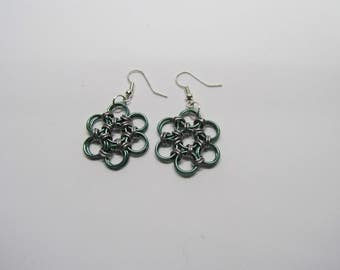 Chainmail Daisy Earrings - Green