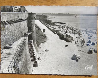 Saint-Malo beach scene postcard - view from ramparts - vintage photo - Bretagne / Brittany France