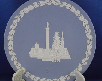 Wedgwood Jasperware Christmas Plate, 1970 Trafalgar Square, pale blue and white
