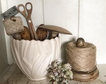 A beautiful vintage Sylvac Snowdrop vase