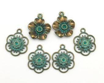 6 flower charms bronze tone and green patina,20mm  # CH 633