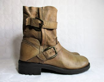 vintage khaki leather slouchy boots with two straps and buckles / Size :  EU 40 / US women's 9 / UK women's 6 1/2