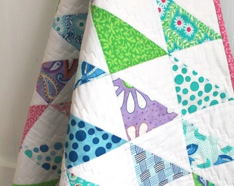 Patchwork quilt - modern baby quilt - half-square triangles - baby shower gift - READY TO SHIP