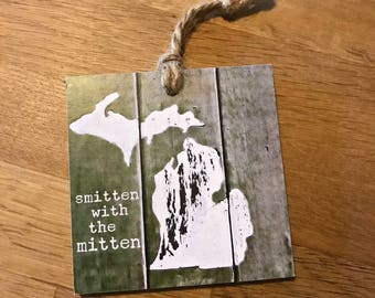 Discontinued design SMITTEN tag