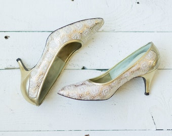 Ornament heels | Vintage 1950s gold metallic and white lace pumps | Vintage kitten heel