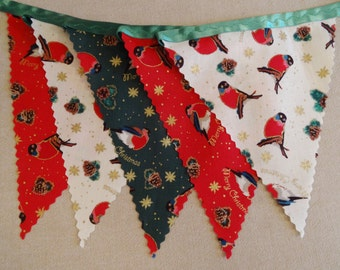 3m (10ft) - Christmas Bunting - Robins on Red, Green & Cream on Green Satin Ribbon - 14 flags