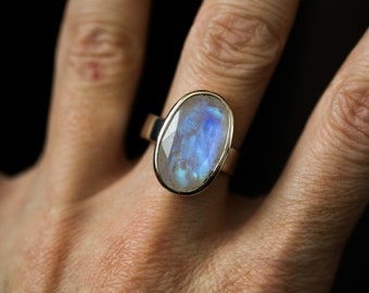 Rainbow Moonstone Ring Size 8 - Gorgeous Faceted Rainbow Moonstone - Rainbow moonstone ring - Blue Rainbow moonstone ring - Ring 8