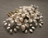 Ivory Pearl: Small decorative haircomb with little flowers and leaves, ivory and pearl white, bridal, wedding, comb, vintage