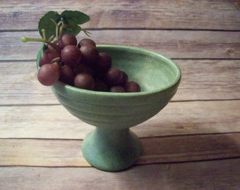 Light Green Floraline USA 462 Pedastel Vase