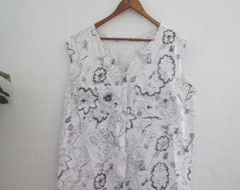 abstract pattern linen top