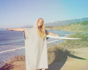 PONCHOLAS® changing poncho for surfing