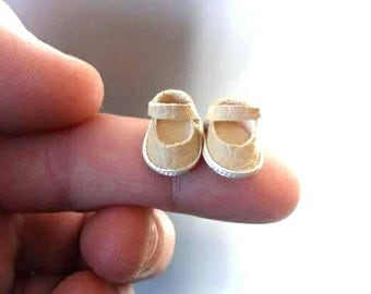 Dollhouse baby shoes Esc 1:12