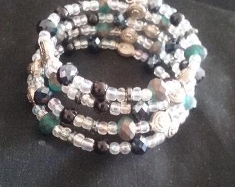 Black and White Beaded Memory Wire Bracelet, Black and White Bracelet, Memory Wire Bracelet, Beaded Bracelet, Ready to Ship