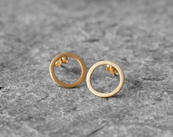 organic look circle post earrings, sterling silver circle stud earrings, gold plated earrings, minimalistic circle earrings