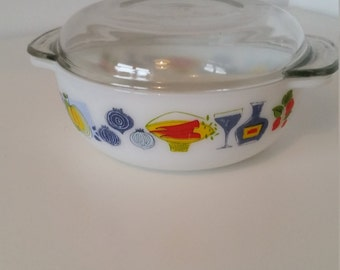 Lovely Kitsch Pyrex Serving Dish