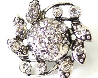 KB7114  Large (26mm) Silver Flower With Clear Rhinestone