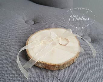 Original wooden wedding rings and organza ivory