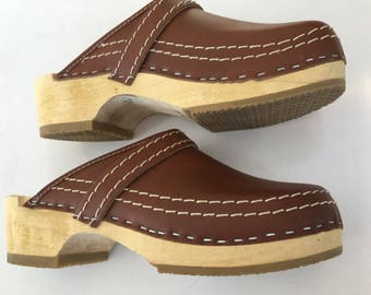1970's BuXa CLoGs SWeDeN NeW ViNtaGe STocK CheSTNut LeaTheR WooDeN MoD CLogs HiPPie CaMPus CLogs siZe 38