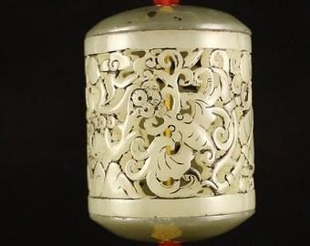 N3121 Vintage Openwork Chinese Hetian Jade Lucky Bats Pendant