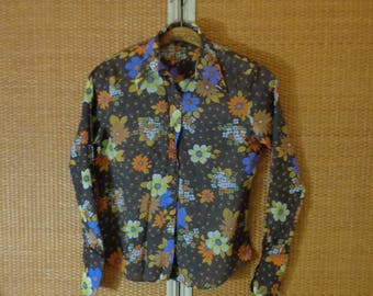 70s.Women Blouse Floral pattern ~Medium Size