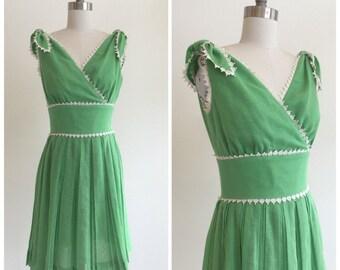 Vintage 1950s - 60s Kelly Green Cotton Summer Dress