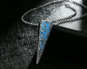 light in the dark necklace, phosphorescent cone, light to dark blue, pendant magic