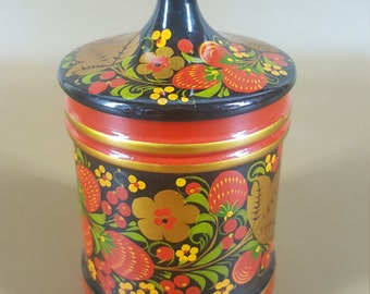 Russian Khokhloma lacquer lidded container with strawberries
