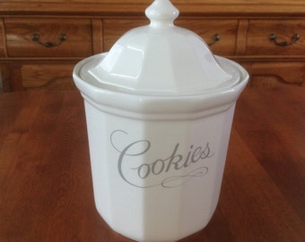 Pfaltzgraff HERITAGE White Large COOKIE Jar / Canister and Lid - Kitchen Container