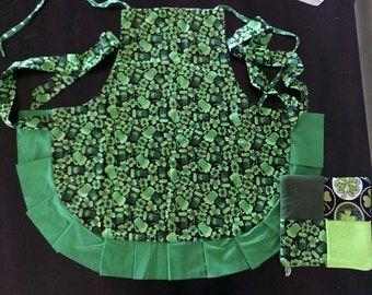 Reversible St. Patrick's Day Apron w/ One Pot Holder Pad -  Adjustable Frilly Apron - Reversible Apron - Green Apron - One Size Fits Most