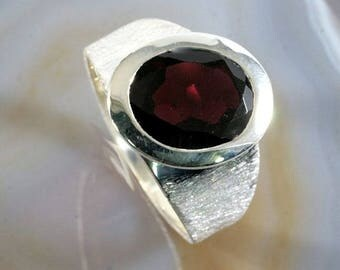 Garnet and 925 Sterling Silver Ring  --  4623
