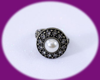 Vintage Ring  Faux Pearl and Rhineatone Antiqued Gold Tone RING Pearl  Adjustible Ring