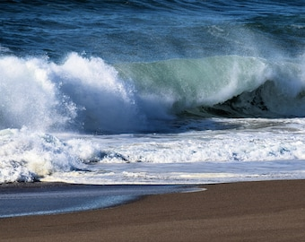 Rolling waves on the beachs of northern Calif.