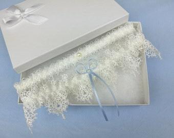 Ivory venise lace garter set, wedding garter set, guipure lace garter set, pearl garter set, something blue wedding garter set
