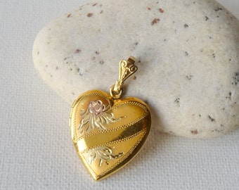 Gold Tone Heart Locket Pendant, Vintage  Engraved Antique Heart  Locket, Floral Heart Jewelry, Retro Heart Necklace, Vintage Gold Locket