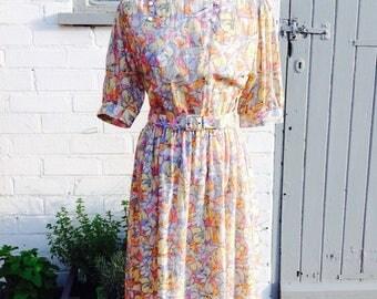 Vintage summer dress size 12-14 Floral print pastel tones
