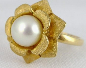 Gold Pearl Ring, Vintage Retro 14K Gold Cultured Pearl Ring by Kimberly, Mid Century Gold Cultured Pearl Ring, Pearl Flower Ring