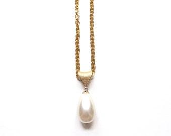 Vintage Golden Faux Pearl Drop Pendant / / Oversized Pearl Necklace